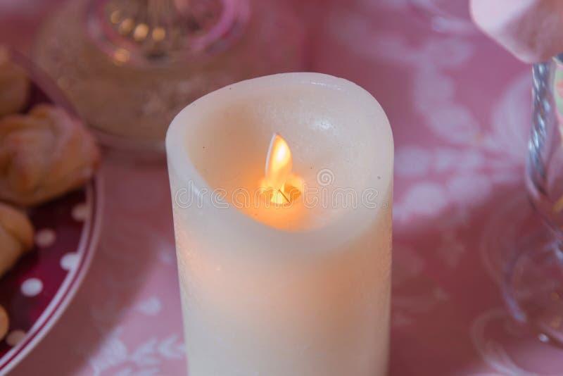 Sztuczny żółty świeczki bokeh Sztuczne świeczki z Elektrycznym światłem zdjęcia stock