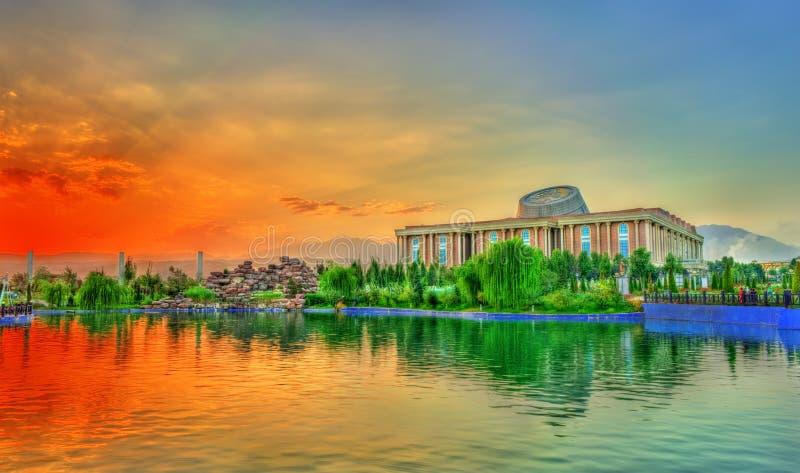 Sztuczny jezioro przy Flagpole parkiem w Dushanbe, Tajikistan zdjęcia stock