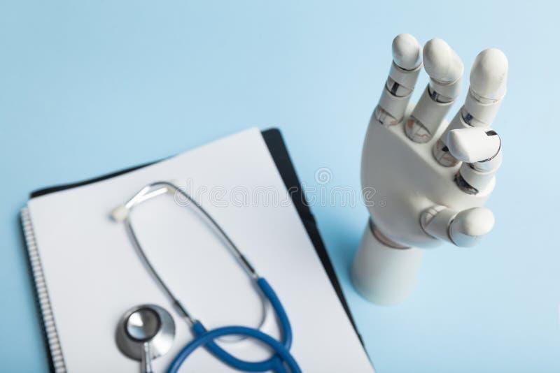 Sztuczny prosthesis dla niepełnosprawnej osoby z amputującą ręką zdjęcie stock