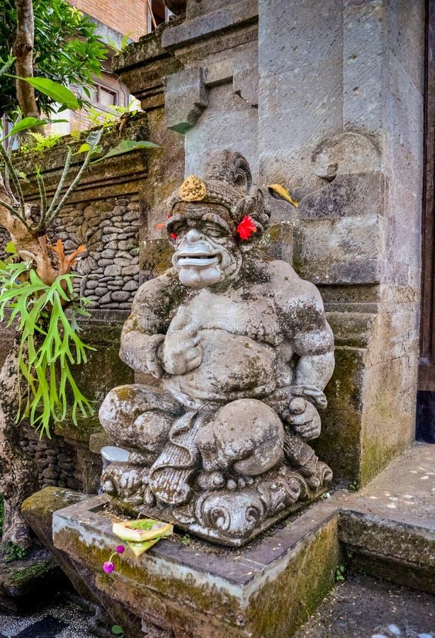 Sztuka bóg antyczne statuy z uśmiechem przy Bali obraz royalty free