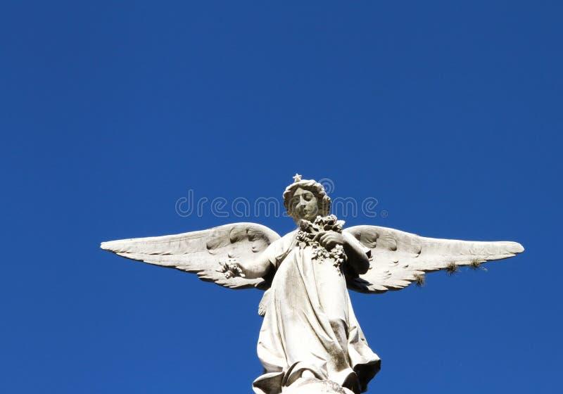 Opiekunu anioła kamienia statua. Wiara symbol. fotografia stock
