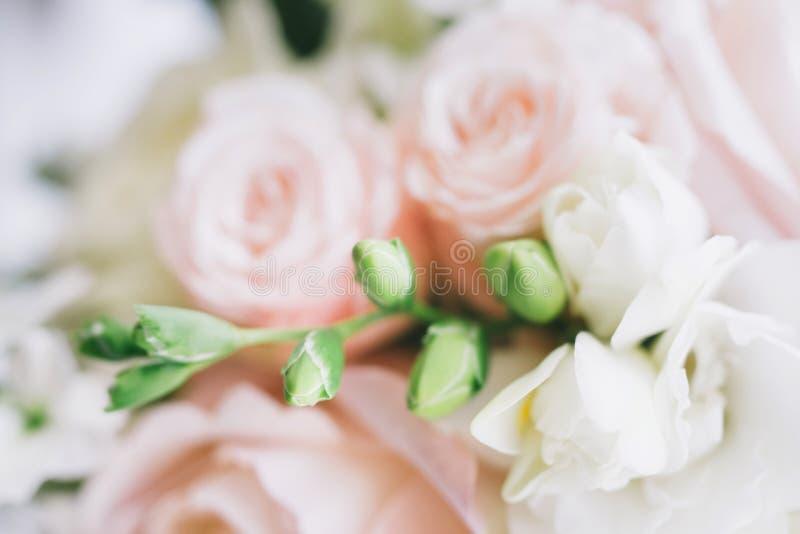 Sztuka piękna bridal bukiet w naturalnym świetle obraz stock