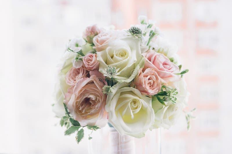 Sztuka piękna bridal bukiet w naturalnym świetle obrazy royalty free