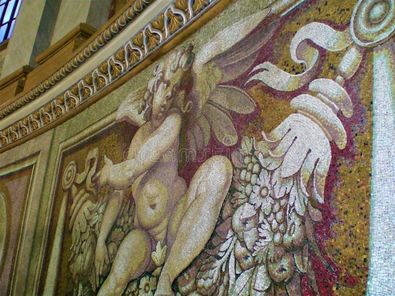 Sztuka, religia, historia, czas, elegancja i piękno Anioł na ścianie zdjęcia stock