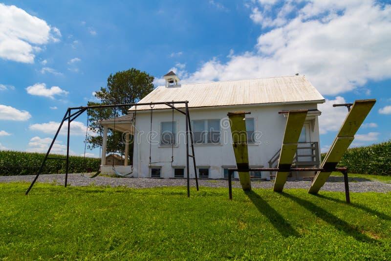 Sztuka teren przy Amish szkoły domem obrazy royalty free