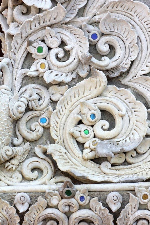 Download Sztukateryjna Biała Rzeźba Dekoracyjna Zdjęcie Stock - Obraz złożonej z kamień, antyk: 53791564