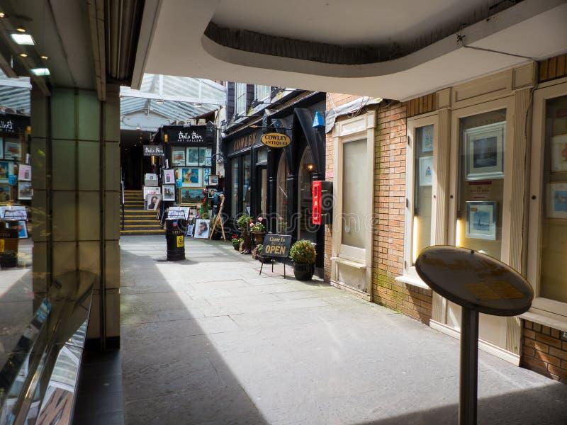 Sztuki centre z innymi małymi sklepami sławny Powerscourt centrum handlowe z Grafton ulicy w Dublin właśnie wypełnia z brygiem obrazy stock