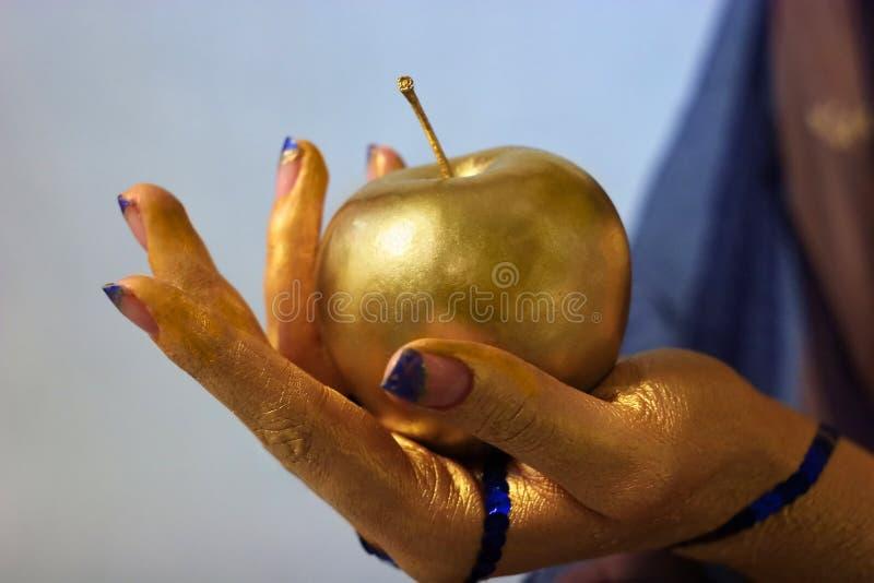 sztuki ciała dziewczyny złocisty ręki atrament fotografia royalty free