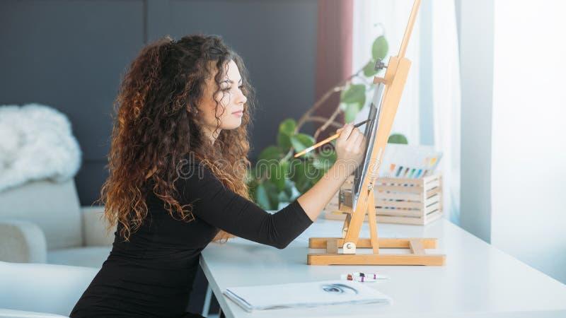 Sztuki kariery damy farby grafiki domu utalentowany studio fotografia stock