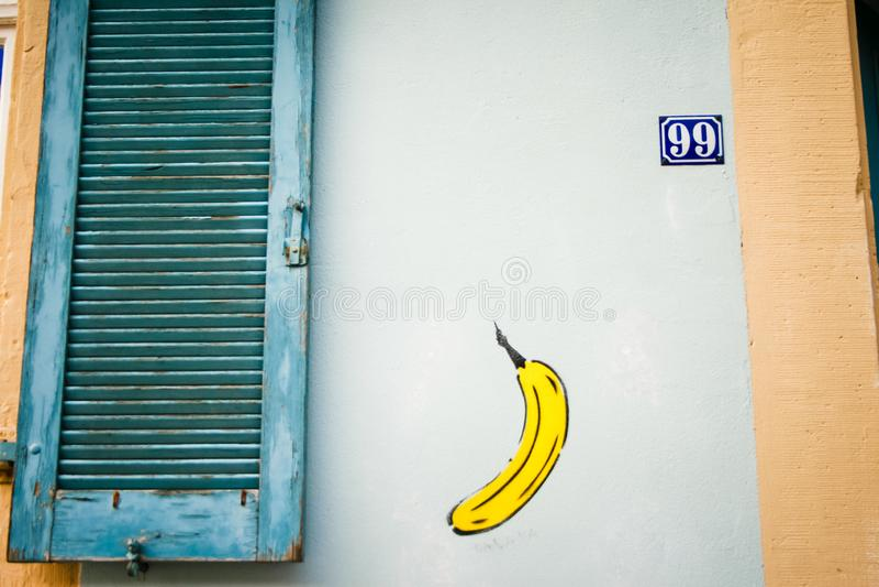 sztuki kolorowa zakrywająca graffiti ulicy ściana Kolorowi graffiti na ścianie Czerep dla tła zdjęcia stock