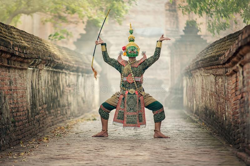 Sztuki kultury Tajlandia taniec w zamaskowanym khon Totsakan i Hanuman w literatury ramayana obraz royalty free