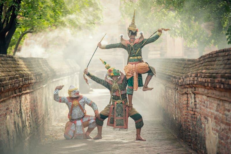 Sztuki kultury Tajlandia taniec w zamaskowanym khon Totsakan i Hanuman w literatury ramayana zdjęcia royalty free