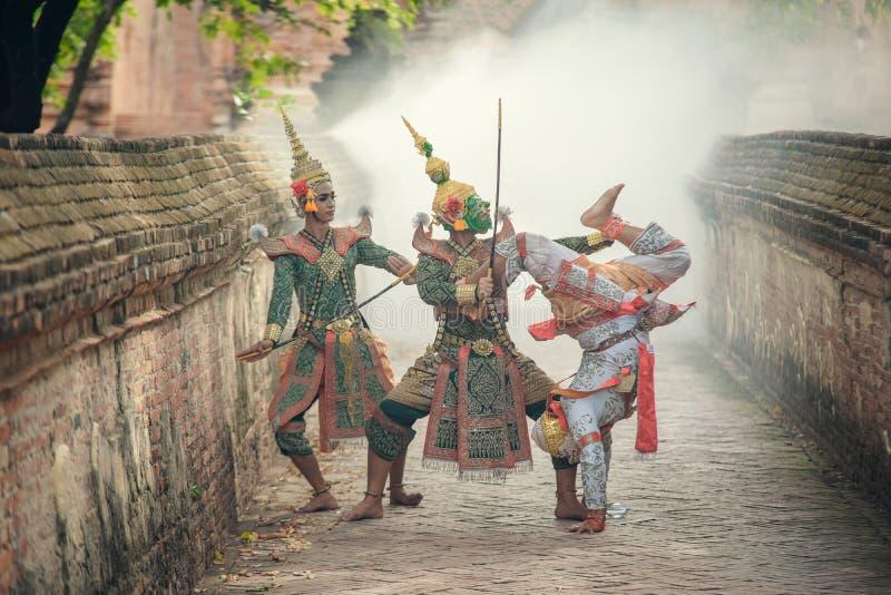 Sztuki kultury Tajlandia taniec w zamaskowanym khon Totsakan i Hanuman w literatury ramayana obrazy stock