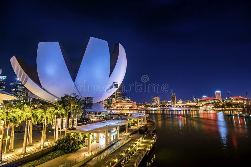 Sztuki nauki muzeum Marina zatoki piaskami Hotelowymi przy nocą, Singa fotografia stock