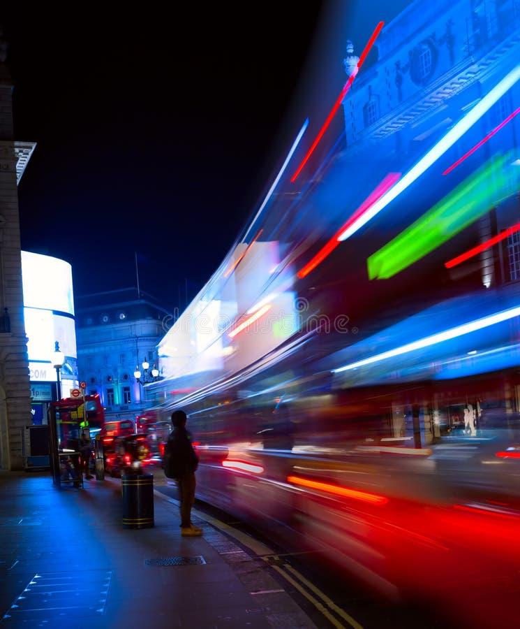 Sztuki nocy miasta Londyński ruch drogowy obrazy royalty free