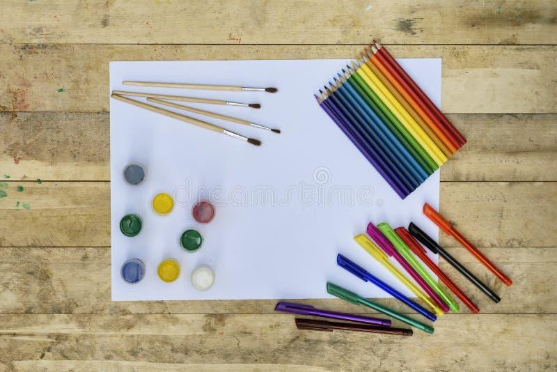 sztuki tła czerń pojęcia maski farby czerwony punktu biel Pusty prześcieradło papier, muśnięcia, barwioni ołówki, pai zdjęcia stock