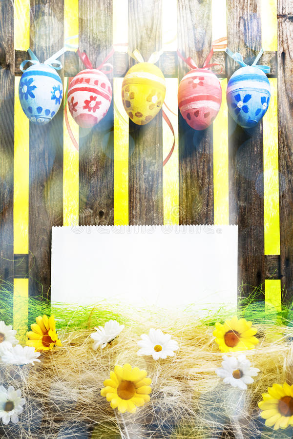 Sztuki Wielkanocnego jajka tła ogrodzenia karty wiosny kwiatu puści jajka fotografia royalty free