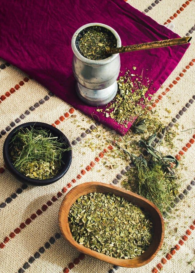 Szturman herbata z różnorodnymi ziele, obrazy royalty free