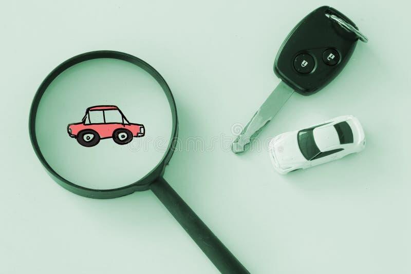 Szuka lub znajduje samochód, czynsz i leasingu samochodu pojęcie zdjęcie royalty free