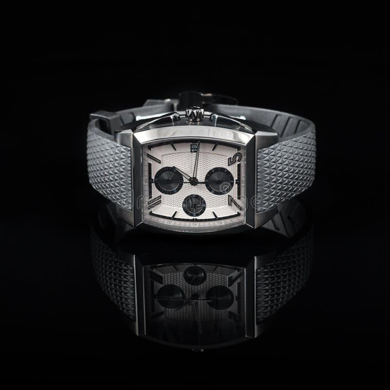 Szwajcarów zegarki na czarnym tle produkt fotografia royalty free