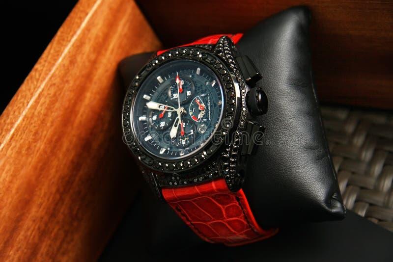Szwajcarów zegarki na zamazanym tle zegarka pudełko obraz stock
