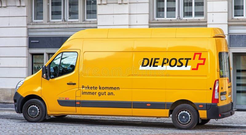 Szwajcar poczta samochód dostawczy w Zurich starym miasteczku zdjęcia stock