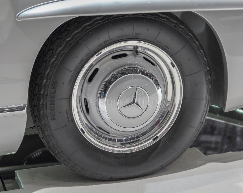 Szwajcaria; Genewa; Marzec 9, 2019; Brabus klasyk, Mercedes-Benz 300 SL koło; 89th Międzynarodowy Motorowy przedstawienie w Genew obrazy royalty free