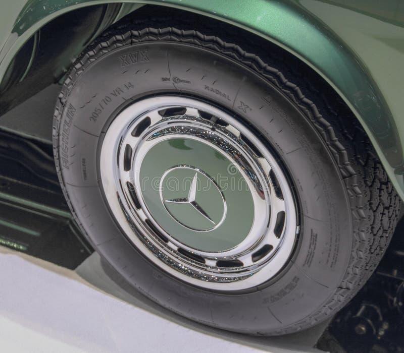Szwajcaria; Genewa; Marzec 9, 2019; Brabus klasyk, Mercedes-Benz 280 SL pagoda, koło; 89th Międzynarodowy Motorowy przedstawienie fotografia royalty free