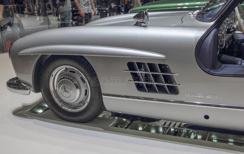Szwajcaria; Genewa; Marzec 9, 2019; Brabus klasyk, Mercedes-Benz 300 SL przodu profil; 89th Międzynarodowy Motorowy przedstawieni zdjęcia stock
