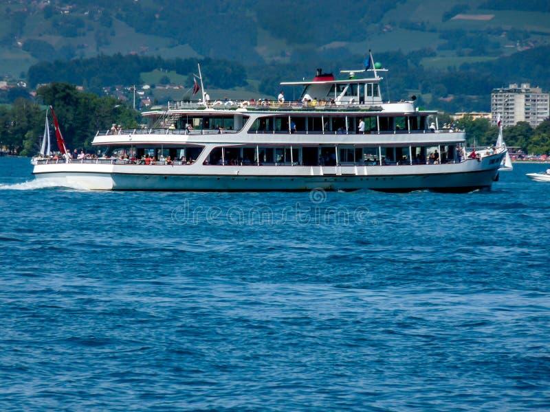 Szwajcaria, Lauterbrunnen, statku żeglowanie NA morzu obrazy stock