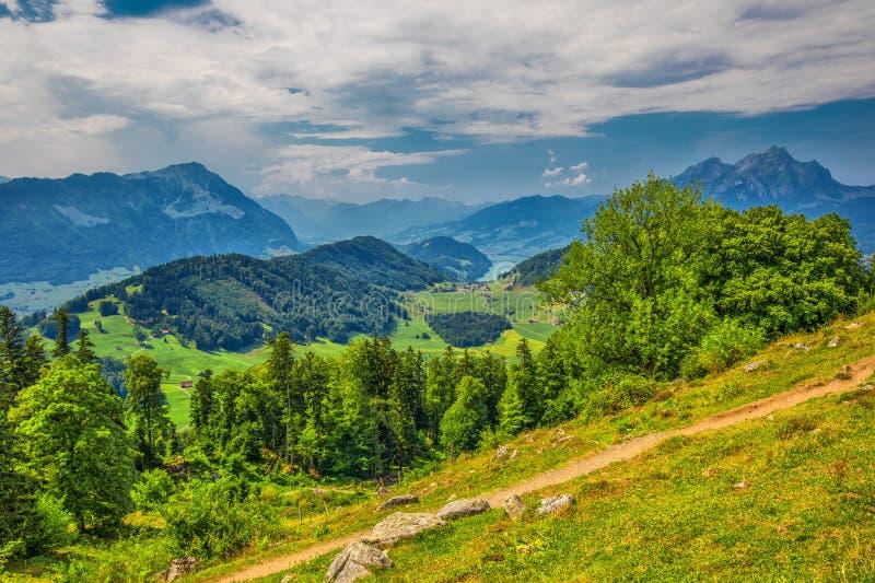 Szwajcarscy Alps blisko Burgenstock z widokiem Jeziorna lucerny i Pilatus góra, Szwajcaria, Europa zdjęcia stock