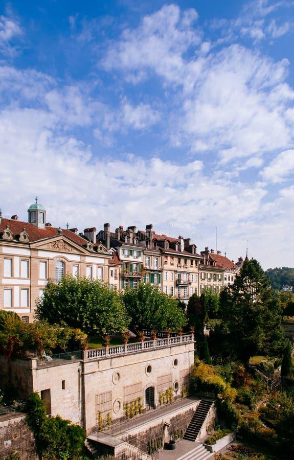 Szwajcarski stary klasyczny budynek i graden przy Weisses Quartier w starym fotografia stock