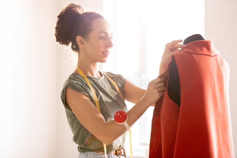 Szwalny czerwony żakiet fotografia stock