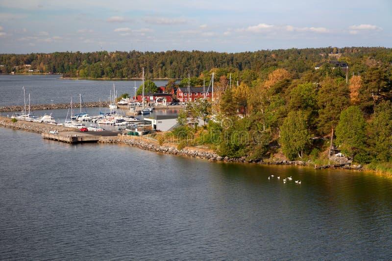 Szwecja morze bałtyckie, wyspy i typowa linia brzegowa -, widok od promu fotografia royalty free