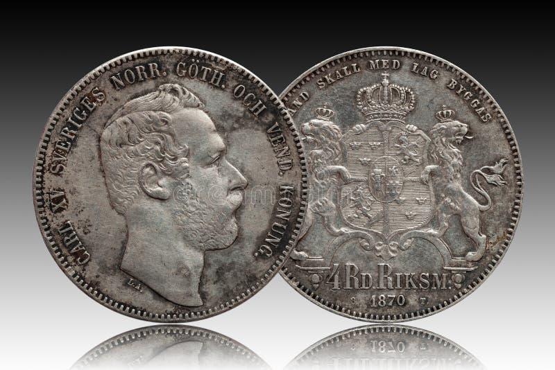 Szwecja Norwegia srebna moneta cztery 4 talar?w rigsdaler wybija? monety 1870 Carl XV odizolowywaj?cy na gradientowym tle zdjęcie royalty free