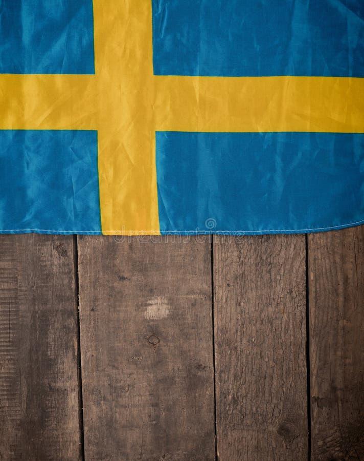 Szwedzi flaga na drewnie zdjęcie royalty free