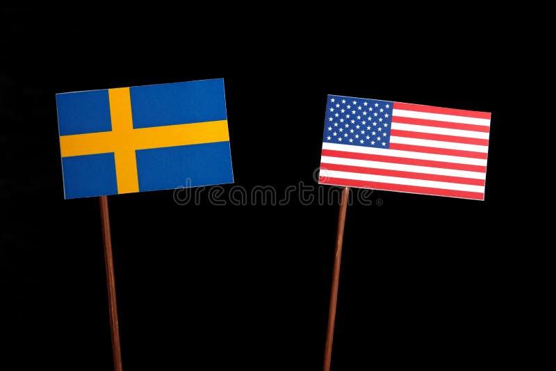 Szwedzi flaga z usa flaga na czerni obrazy stock