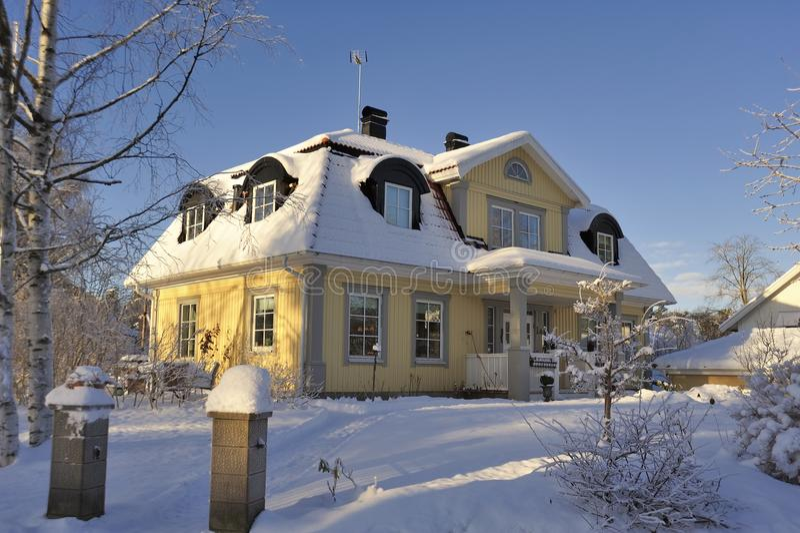 Download Szwedzki Budynki Mieszkalne Obraz Stock - Obraz złożonej z przód, budynek: 28960647