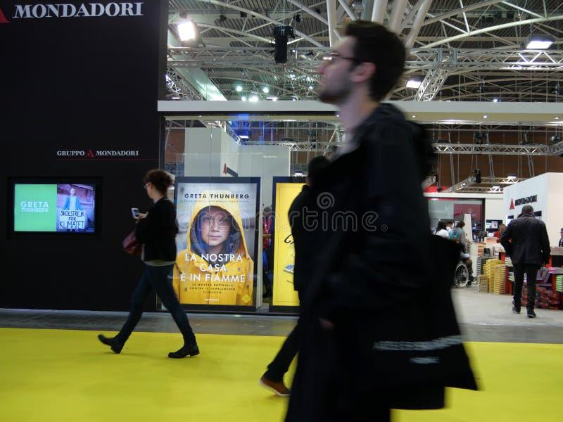 Szwedzki klimatu aktywista Greta Thunberg publikuje w W?ochy ksi??k? t?umacz?c? jak ?Nasz dom pali za ? zdjęcie royalty free