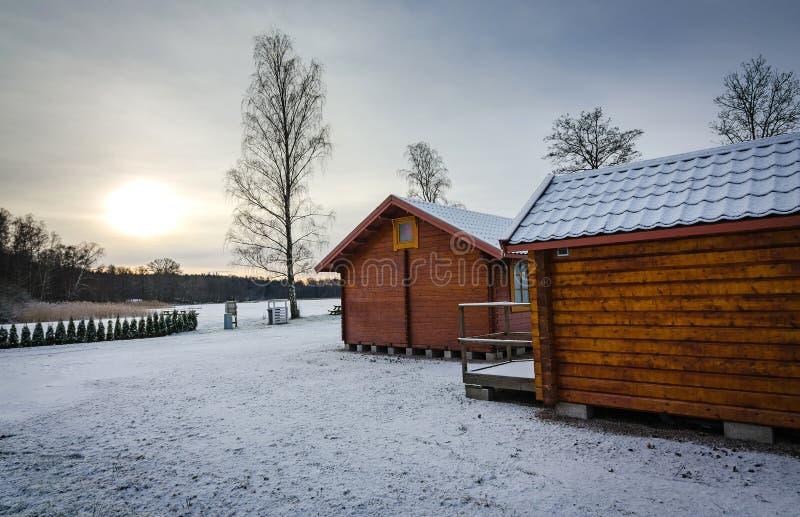 Szwedzkie kabiny w zima kolorach zdjęcia royalty free