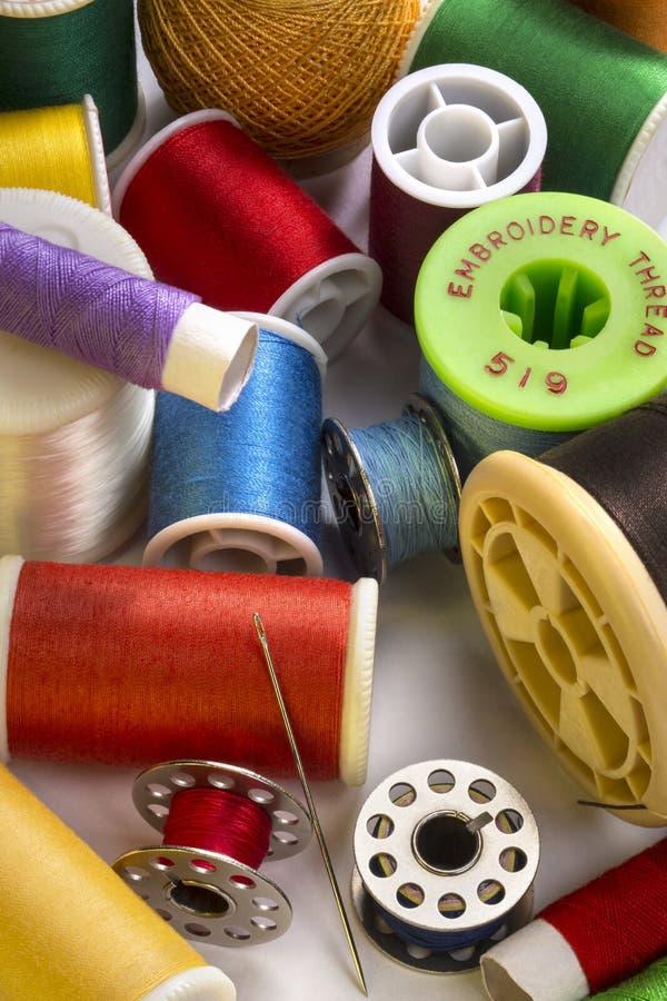 Szyć - Bawełniane bobiny zdjęcia stock