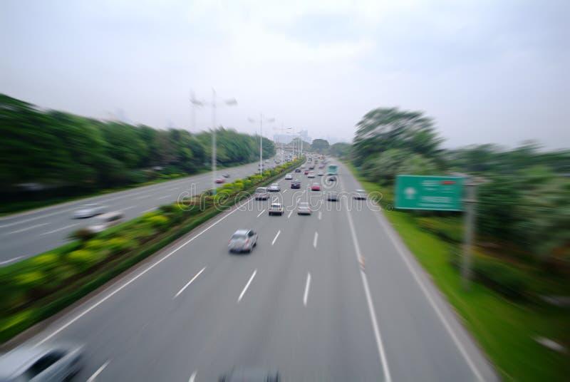 Szybki poruszający samochód na drodze fotografia royalty free
