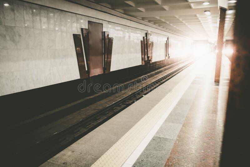 Szybkiego pociągu metra sala platforma zdjęcie royalty free