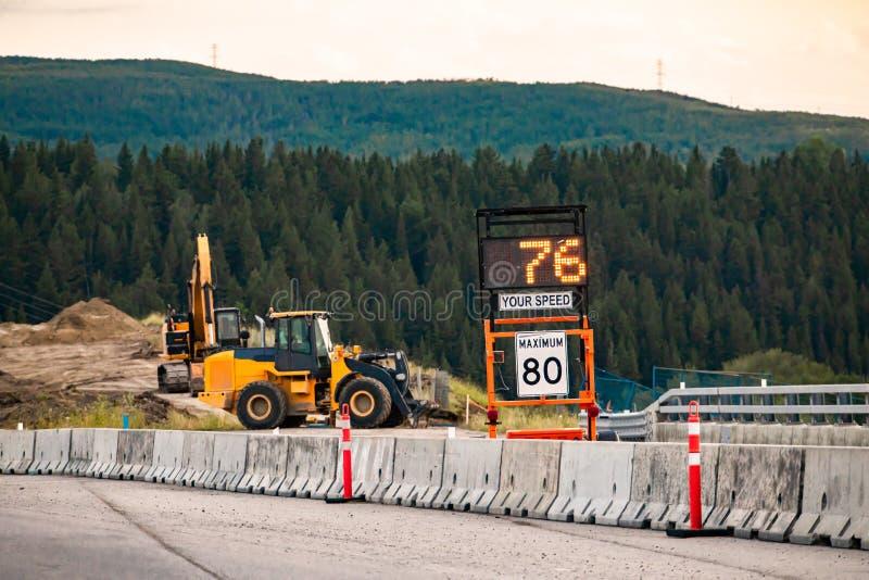 Szybkość radarowa Znak pokazuje prędkość pojazdu obrazy stock