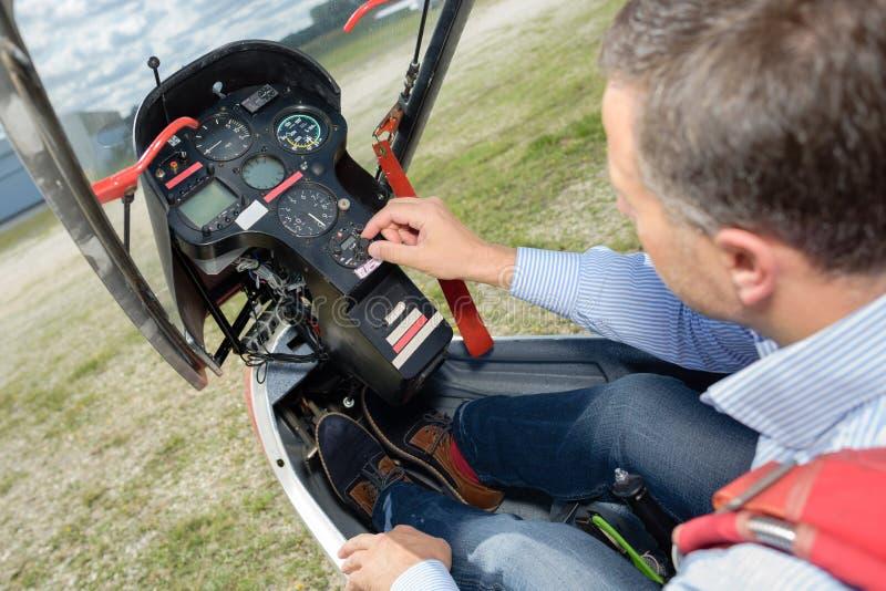 Szybowcowy pilot podczas lądowania fotografia royalty free