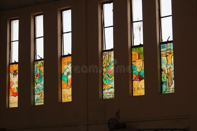 Szyby ze szkła kolorowego w naszym kościele fotografia stock