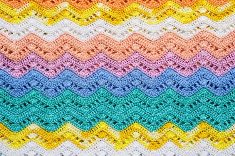 Szydełkująca stubarwna bawełniana tkanina W lato kolorach Pasiasty w zdjęcie royalty free