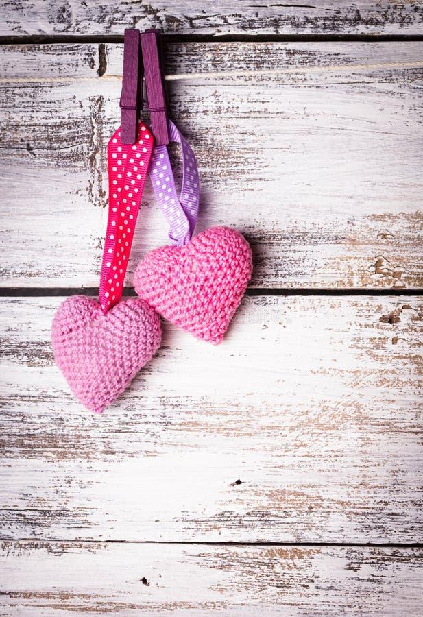 Download Szydełkowi uroczy serca zdjęcie stock. Obraz złożonej z odziewa - 28951702