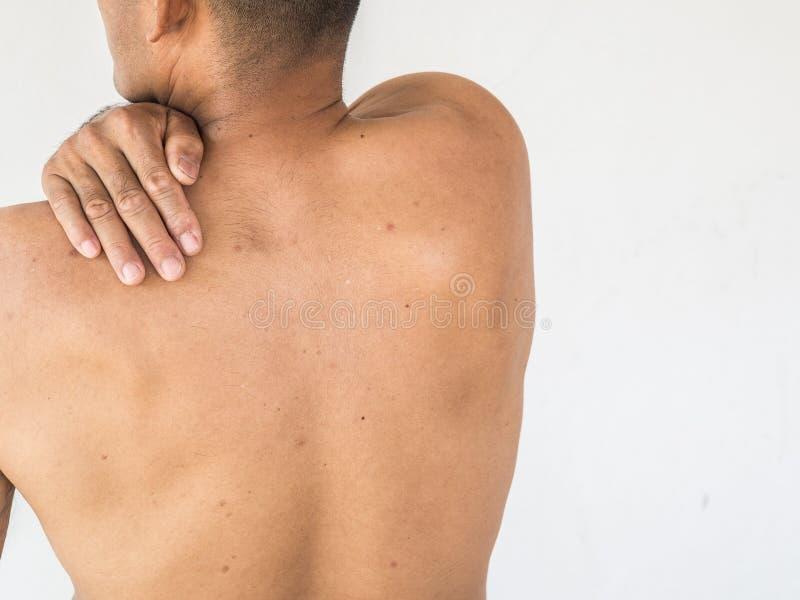 szyja ból Mężczyzna z backache na białym backgroun zdjęcie stock