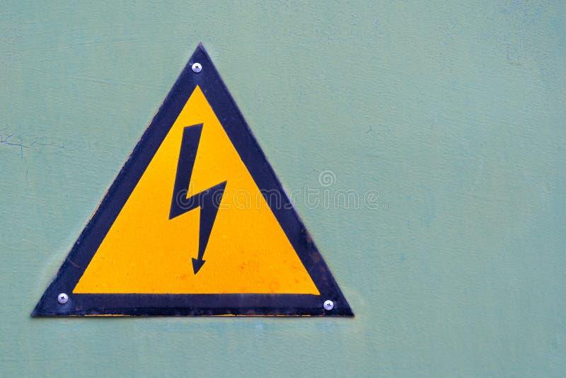 Szyldowy ostrzeżenie o niebezpieczeństwie elektryczność fotografia royalty free
